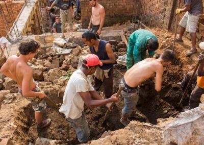 28 août 2017 - Travail d'équipe entre les étudiants et les ouvriers