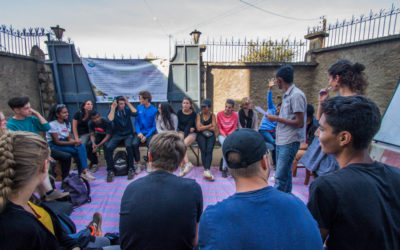 Atelier de sensibilisation sur l'enfance des rues pour les jeunes voyageurs Grandir Aventure