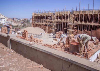 24 août 2018 - Elévation d'un mur de briques