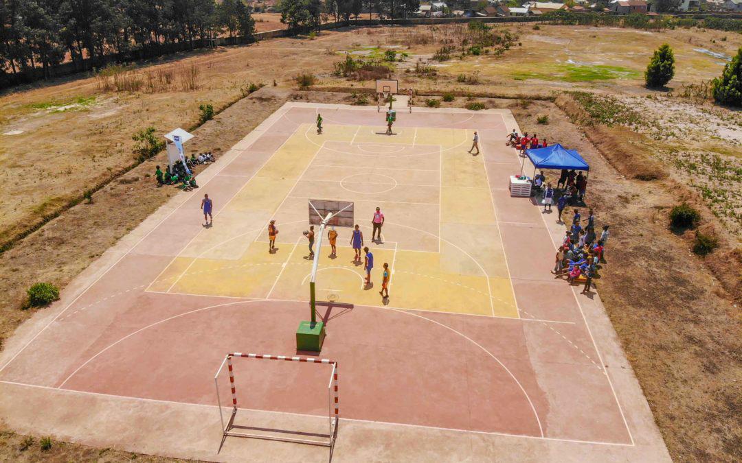 Terrain de basket vu du drone