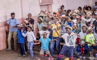 Spectacle Ara Dalana #5 : du djembé à la folie collective, il n'y a qu'un pas de danse !